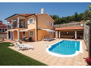 Stunning home in Koromacno w/ WiFi and 6 Bedrooms