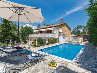 Awesome home in Labin w/ Jacuzzi, WiFi and 5 Bedrooms