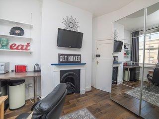 Stylish mini studio in the heart of Shoreditch (12)
