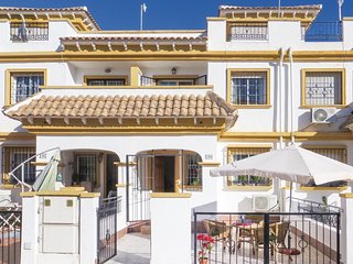 Awesome home in Torrevieja w/ WiFi and 3 Bedrooms (EBL021)