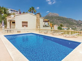 Awesome home in Calpe w/ 4 Bedrooms