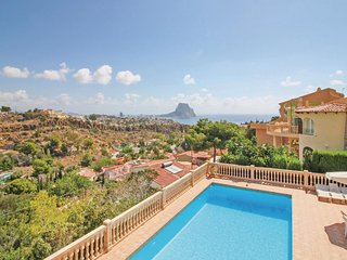 Amazing home in Calpe w/ 4 Bedrooms