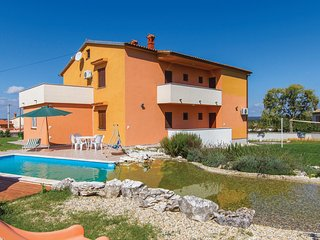 Nice home in Bratulici w/ WiFi and 6 Bedrooms