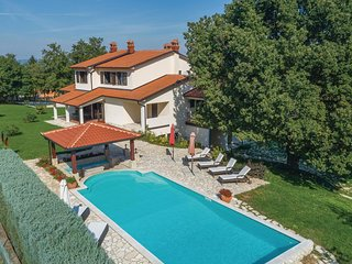 Beautiful home in Krsan w/ WiFi and 4 Bedrooms