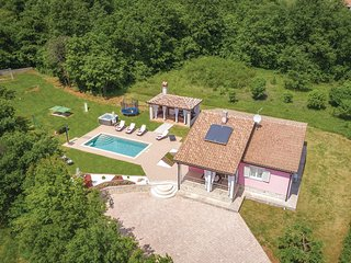 Amazing home in Labin w/ WiFi, 3 Bedrooms and Jacuzzi