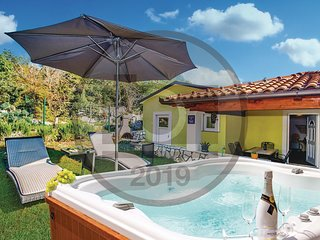 Awesome home in Labin w/ WiFi and 2 Bedrooms