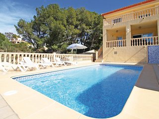 Beautiful home in Calpe w/ 4 Bedrooms