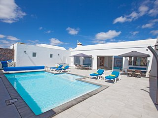 Villa Cartaphilus, Puerto Del Carmen, 6 Bedroom, Free Air-Con , Private Pool