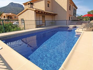 Amazing home in Calpe w/ 5 Bedrooms