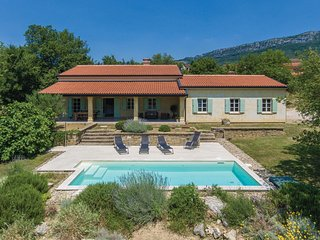 Awesome home in Buzet w/ WiFi and 4 Bedrooms