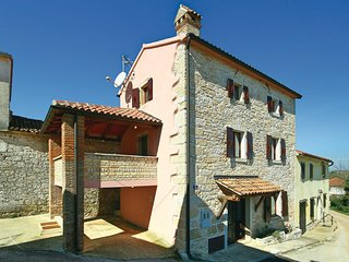 Beautiful home in Ritosin Brig with WiFi and 2 Bedrooms (CIL036)