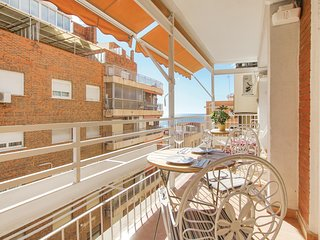 Awesome home in Alicante w/ WiFi and 3 Bedrooms (EBL856)