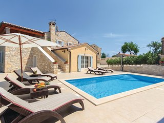 Beautiful home in Pula w/ WiFi and 3 Bedrooms