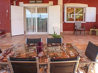 Beautiful home in Gran Alacant w/ WiFi, Outdoor swimming pool and 3 Bedrooms
