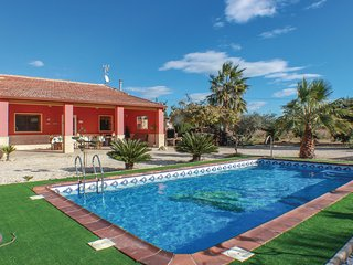 Beautiful home in Elche w/ 4 Bedrooms