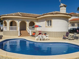 Nice home in San Fulgencio w/ WiFi and 3 Bedrooms
