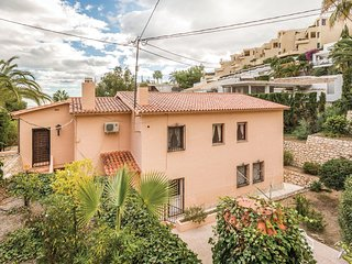 Beautiful home in Altea w/ 5 Bedrooms