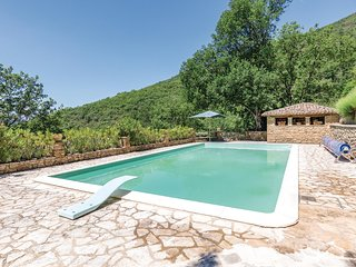 Stunning home in Morra -PG- w/ WiFi, Outdoor swimming pool and 3 Bedrooms