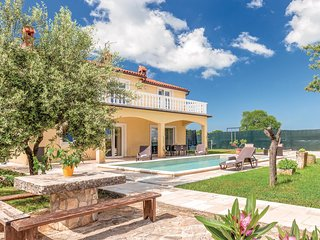 Awesome home in Gajana w/ WiFi and 4 Bedrooms