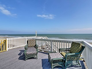 Oceanfront 'Lee Cottage' - 4 Miles to Marsh Walk!