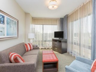 TWO COMFY 1BR SUITEs, FREE BREAKFAST, INDOOR POOL