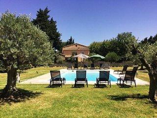 LS2-17 FIGNOULADO, Beautiful rental with private pool near Isle sur Sorgue,12p