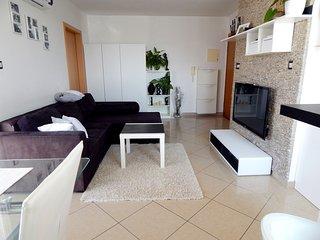 Suzana, moderno appartamento vicino alle varie spiagge, Wi fi, terrazzo