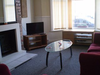 LARGE GROUND FLOOR 1 BED APARTMENT. NR SEA FRONT.