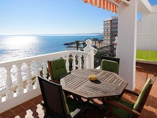 'WINWARD': Bright penthouse facing the Mediterranean. Amazing terrace. WIFI