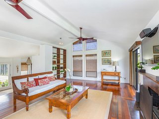 Luana Hale ~ Great Family Home,  Bright  Open Floor Plan, Al Fresco Dining, Nice