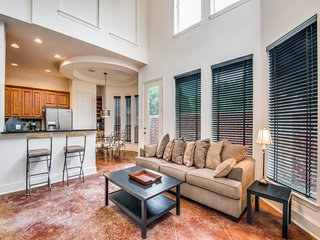 Elegant Fully Furnished  Townhouse in Dallas