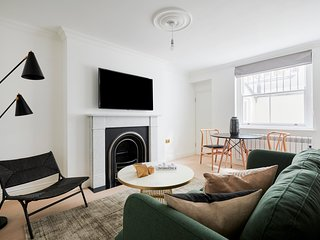 Sonder | Kensington Town House | Chic 1BR