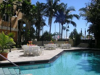 COCONUT GROVE GETAWAY, 1BR SUITE, POOL, SAUNA