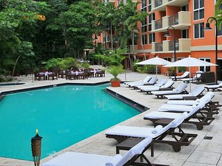2 COMFY 1BR SUITES, 5 MIN TO COCO WALK, POOL, SAUNA