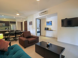 Fantastic Corner Condo with Private and Screened Balcony by olahola