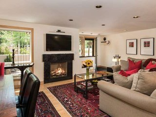 Great For Friends or Family! Walk to Lifts & Restaurants at Aspen Highlands. Gas