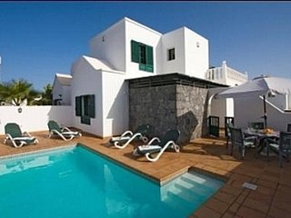 Villa and Annex with Private  Swimming Pool, Spacious Outdoor Terraces and Wifi.