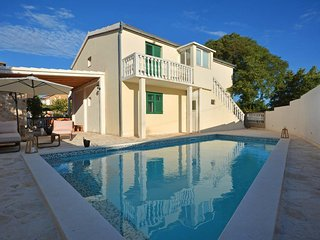 Gustirna Holiday Home Sleeps 8 with Pool Air Con and WiFi - 5776306