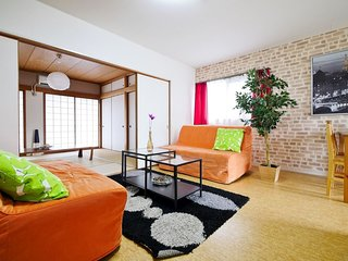 4 Bedroom Lively Area Bright Namba DO37