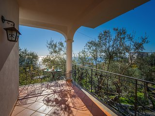 Villa Gea with Sea View and Parking near the Beach