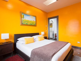 Camera da letto splendida, ampia e luminosa. Porta scorrevole e finestre con chiusura ermetica.