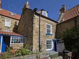G0085 Cottage situated in Robin Hoods Bay