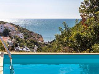 Villa Diane, Luxury Cottage, Ocean views, 2 Bedrooms, Sleeps 4, Air-con, BBQ & p