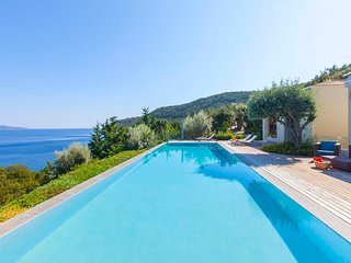 Luxurious Villa Aurora With Private Pool, Pontoon and Amazing Sea View