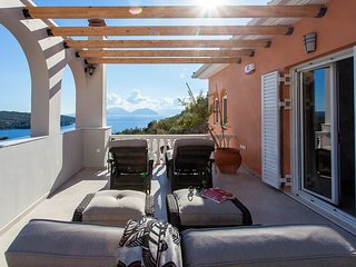 BRAND NEW VILLA WITH POOL & JACUZZI IN AMMOUSO LEFKADA