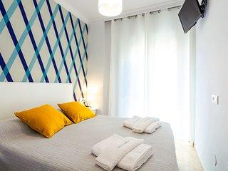 Habitacion con vista a calle Pintada 103 Cama doble  sin armario y bano privado