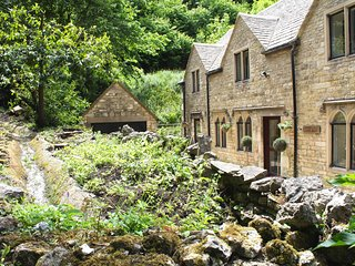 Picturesque Springfield Cotswolds Stone Cottage - CotswoldsValleysAccommodation
