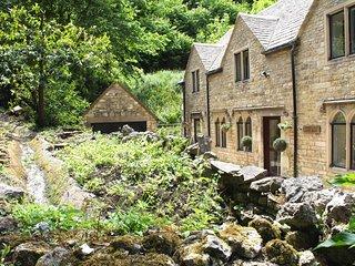 Picturesque detached Cotswolds Stone Cottage