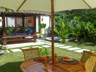 Cozy Honeymoon Suite/Private Tropical Garden with Outdoor Jacuzzi/Valley View