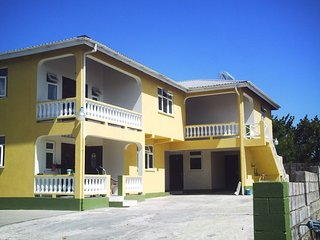 *New Listing* 1 Bedroom, Apartment 1, South Coast, Beaches 5-minute drive
